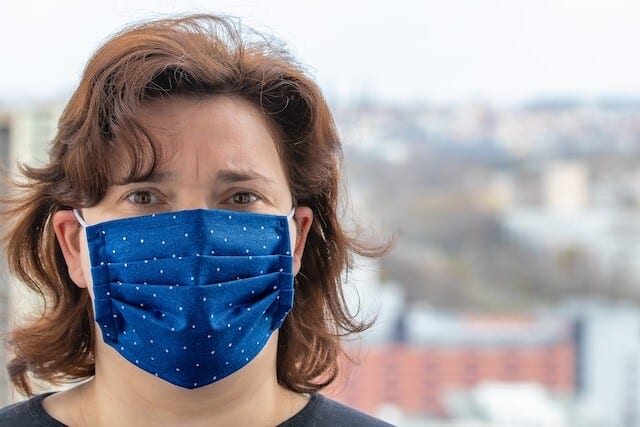 Third layer's the charm: Top doctor unveils new face mask recommendations – Canada News – Castanet.net
