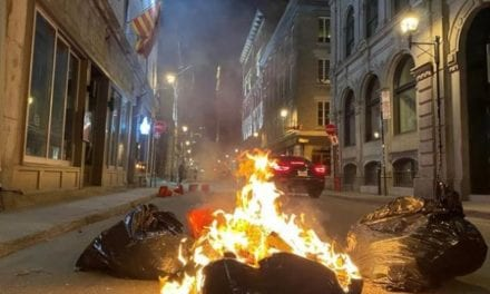 Hundreds defy Montreal's 8 p.m. curfew in violent, destructive protest – Canada News – Castanet.net